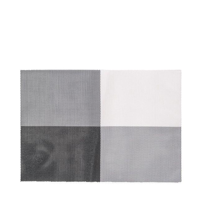 Individual contraste blanco y negro