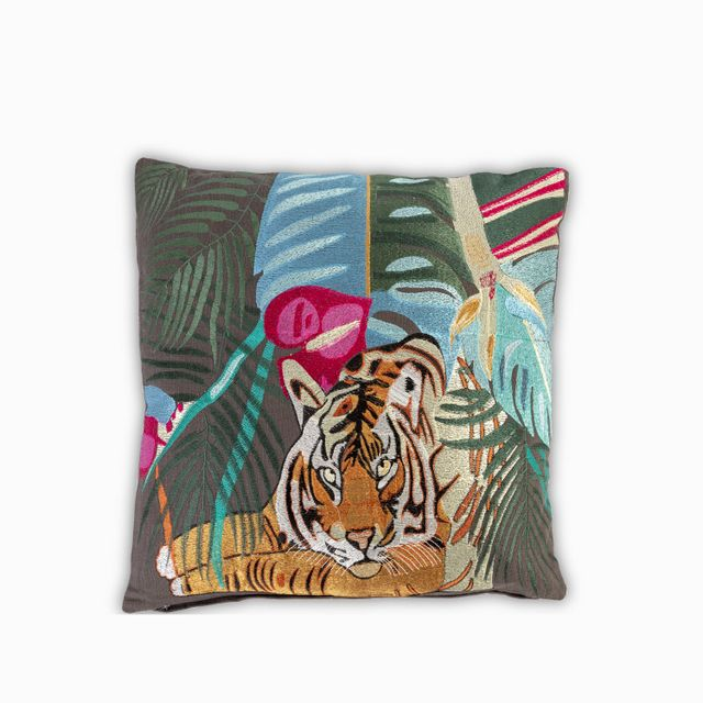 Cojin-tigre-con-ramas
