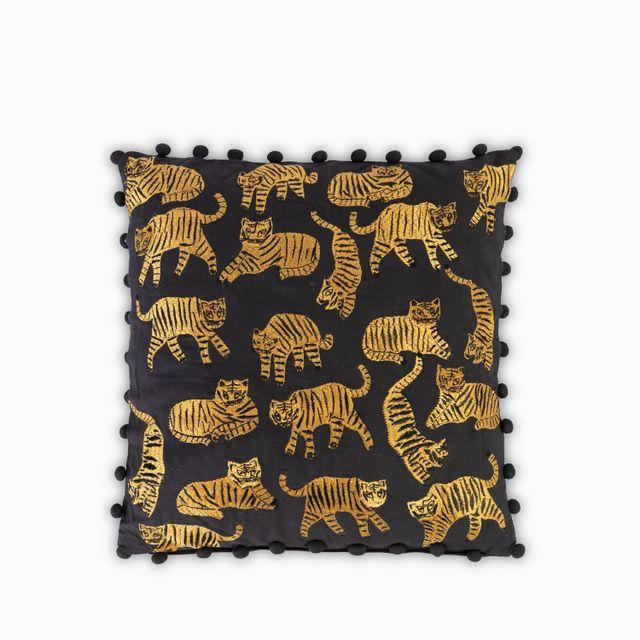 Cojin-tigres-fondo-negro
